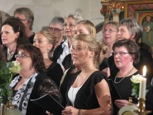 3603624-kirkekoret-synger-ogs-p-tv--